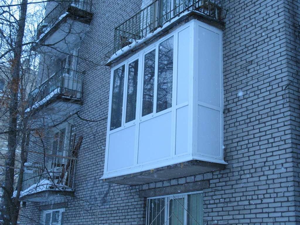 Сколько стоит застеклить балкон пластиковыми окнами рехау..